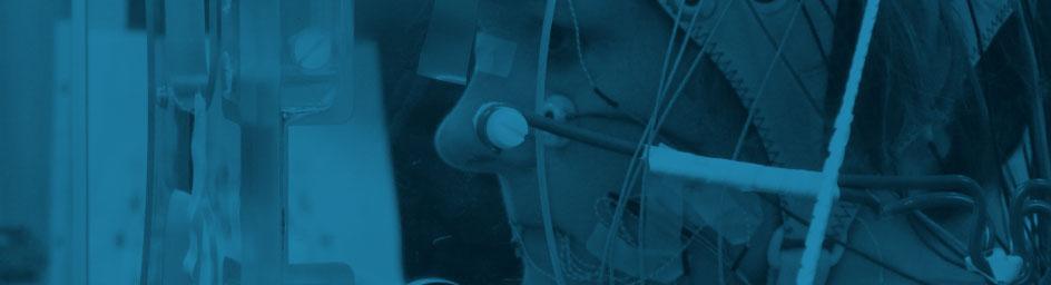 Susanne Fuchs stellte sich als Versuchsperson für die simultane Aufnahme von Bewegungen der Sprechorgane mit den dazugehörigen Gehirnströmen zur Verfügung. © Bildarchiv ZAS